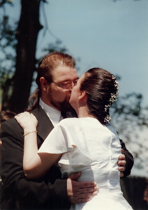 Wedding kiss bycarol wedding kiss junglespirit Choice Image